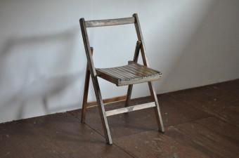 折りたたみの椅子